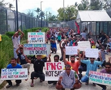 Men on Manus protesting