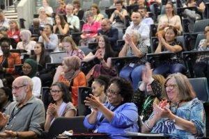 Auditorium_clapping